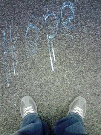 The word hope written on the floor with shoes 版權商用圖片