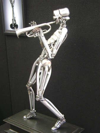 플로리다 탐파에있는 금속 로봇 재즈 트럼펫 연주자