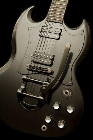 tremolo: Chitarra nero su nero con tremolo