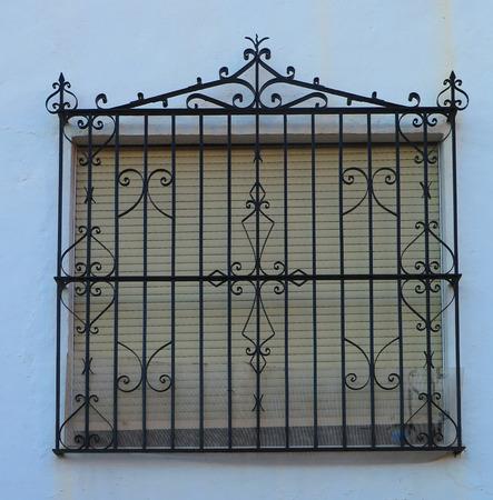 rejas de hierro: Hierro forjado Grill o rejas en la ventana en Alora, Andalucía Foto de archivo