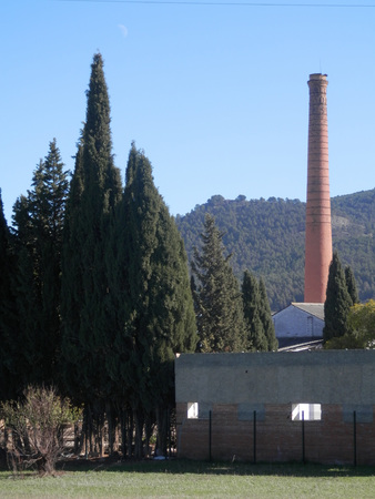 tall chimney: Tall chimney and abandoned brickworks near Antequera, Andalucia Stock Photo