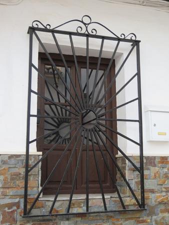 Hierro forjado Grill o rejas en la ventana en Alora, Andalucía