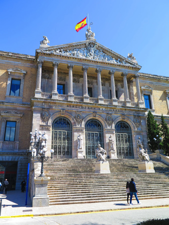 Stappen van de Nationale Bibliotheek van Madrid, Spanje. Redactioneel