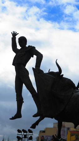 spainish: Madrid, Spain - April 11 2016: Bronze statue of Bullfighter in Plaza de Toros de Las Ventas Editorial