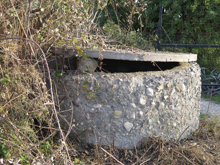 welling: Concrete well with tilting lid in Andalucian countryside