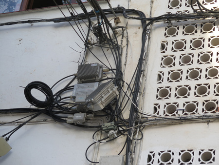 cable tangle: Innovating Wiring Solution on wall in square in Alora, Andalusia