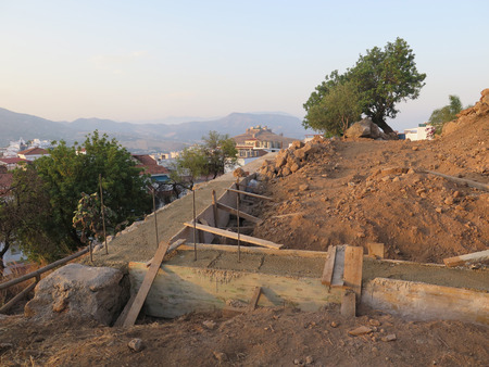 retaining: Building a retaining wall for new house on hillside