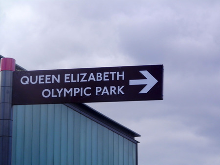 queen elizabeth: Sign pointing to Queen Elizabeth Olympic Park