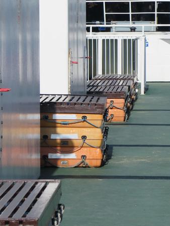 salvavidas: El equipo de rescate de bancos de arena en la conexión de cadena Ferry Foto de archivo