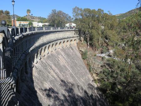 conde: Viaduct over the Embalse del Conde de Guadalhorce reservoir near Ardales, Andalucia, Spain, Europe, Parque Natural de Ardales Stock Photo