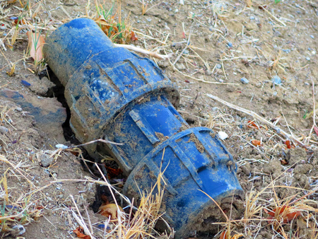 Unidentified blue metal object half buried in Andalusian countryside Stockfoto