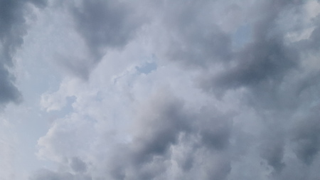 straight up: Looking straight up into the sky on a cloudy day. Stock Photo