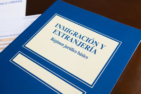 foreigners: immigration ad foreigners book on spanish