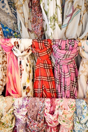 foulards: Sciarpe in vendita Archivio Fotografico