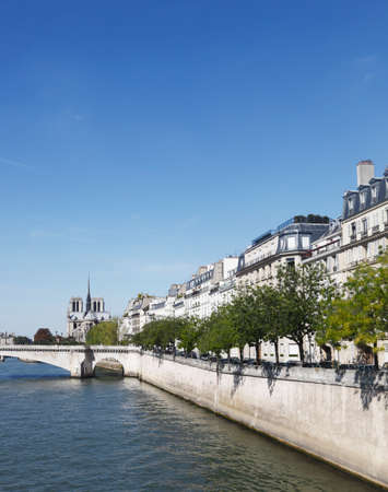 ile de la cite: View of paris by the river. Stock Photo