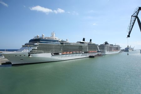 Cruise Docked at Barcelona Stock Photo - 7998166