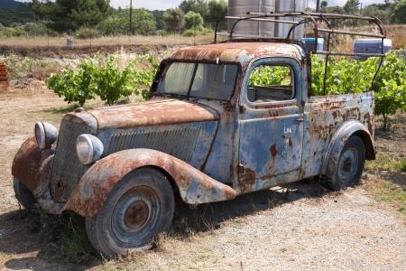 Rouillé camion abandonnée vieux