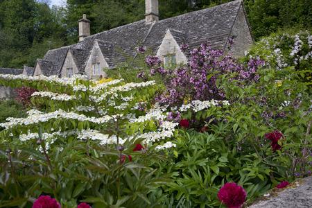 コッツウォルズの英語カントリー ガーデン 写真素材