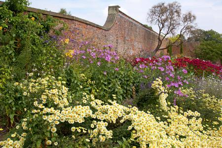old english: Old English Garden Border - Walled Garden
