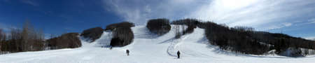 ski run: ski slopes