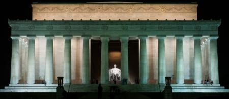 Lincoln Memorial at night. Editöryel