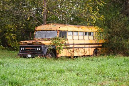 古い学校のバス 写真素材