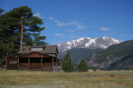 rocky mountain national park: Cabin In Rocky Mountain National Park