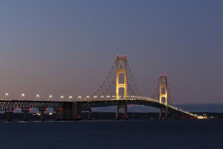 大きなマキナック橋の夜
