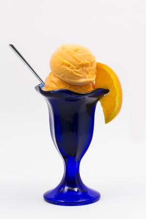 coppa di gelato: Arancione Sorbetto Sundae Archivio Fotografico