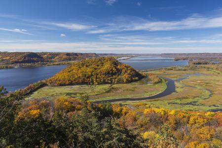 ミシシッピ川の秋の景観 写真素材