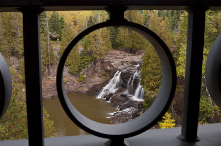 Gooseberry Upper Falls Framed 版權商用圖片