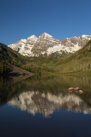 aspen tree: Maroon Bell Mountains and Lake Stock Photo