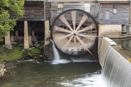 Old Grist Mill with Water Wheel and Dam 版權商用圖片
