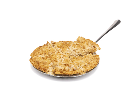 Dutch Apple Pie that has been sliced and includes serving utensil. Stockfoto