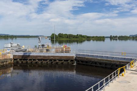 Lock & Dam Gates On The Mississippi River Banco de Imagens - 122007439