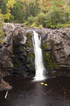 Little Manitou Falls Waterfall In Autumn 版權商用圖片