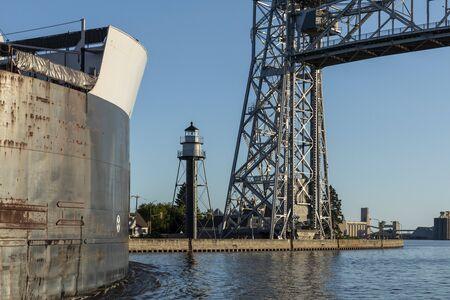 A Ship Entering Harbor Under A Lift Bridge 版權商用圖片