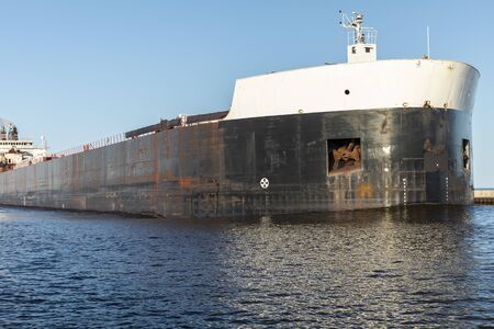 A Ship In A Canal On Lake Superior 免版税图像