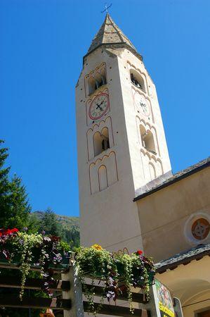 courmayeur: Iglesia torre, Courmayeur, Italia