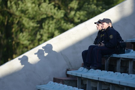 MINSK, BELARUS - MAY 23, 2018: police officers looks during the Belarusian Premier League football match between FC Dynamo Minsk and FC Bate at the Tractor stadium. 新聞圖片