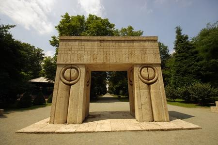 constantin: brancusi sculpture - gate of kiss, Romania