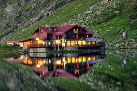 lake house: house reflection in water