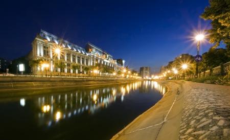bucarest: sc�ne de nuit de Palais de Justice, Bucarest, Roumanie