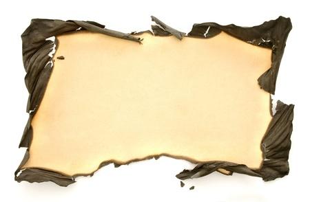 papel quemado: papel con los bordes quemados aislados en fondo blanco