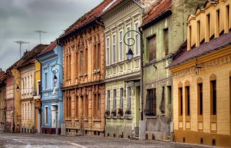 Ciudad de Brasov casas de colores, Rumania