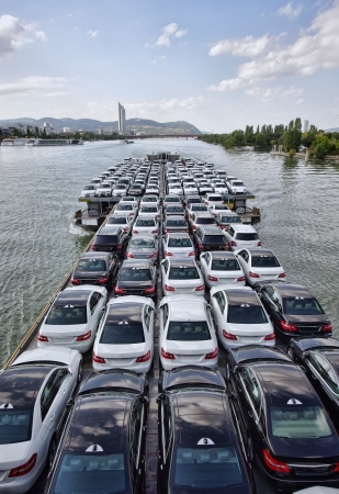 big boat carying a lot of cars on Danube river, Vienna Standard-Bild