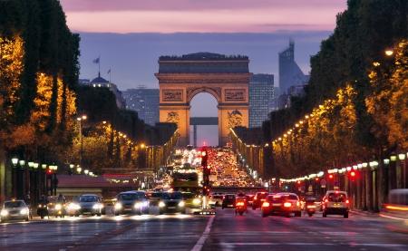 francia: Par�s, Champs-Elysees en la noche