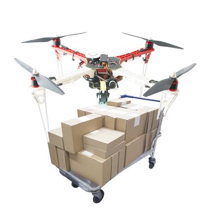 Drohne Shopping-Konzept mit Lieferung von Einkaufswagen mit Box-Set