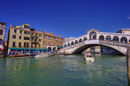 Rialto bridge in Venice city, Italy. day scene Editoriali