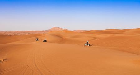 desert safari experience with atv 4x4 vehicles Standard-Bild